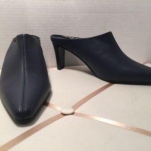 NWOT AJ Valenci Navy Leather Mules